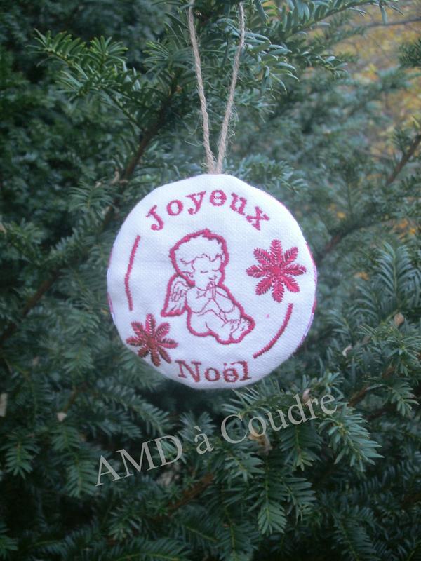 boule de noel angelot joyeux noel amd a coudre (1)