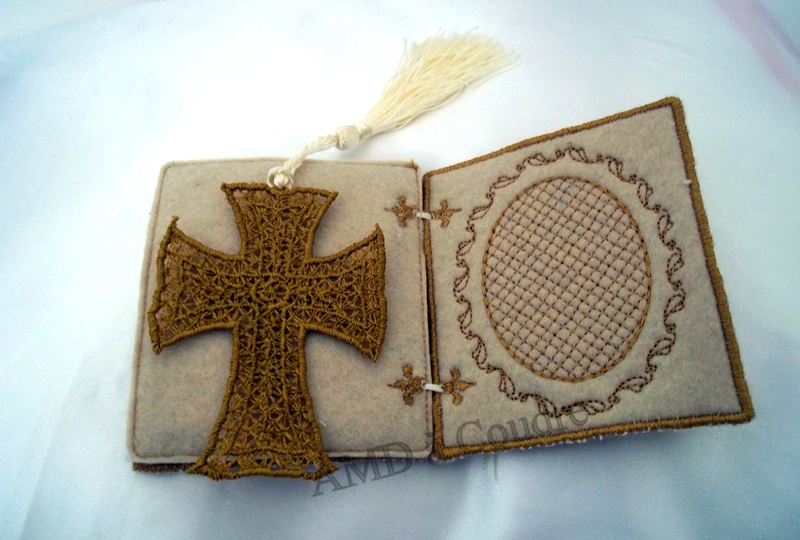 livret en feutrine brodé, personnalisable pour cérémonies, par amd a coudre (11)-001