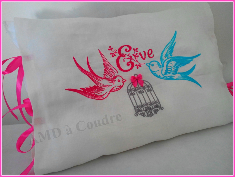 COUSSIN PERSONNALISE CAGE OISEAU EVE ET OLIVIER BRODERIE AMD A COUDRE (11)
