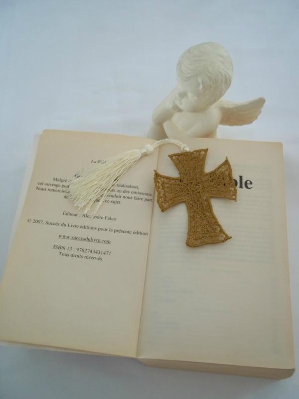 marque page brodé croix par amd a coudre (3)