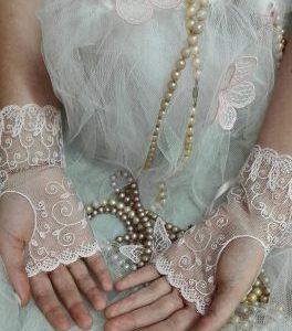 Mitaines roses, gants de mariée dentelle