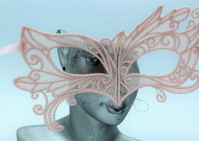masque vénitien dentelle rose poudré (4)