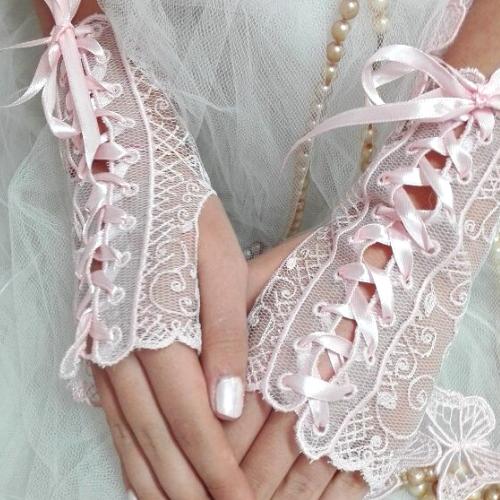Mitaines de dentelle, accessoires de la mariée.