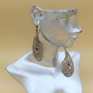 Boucles oreilles dentelle taupe swarovski brillant et prune (1)