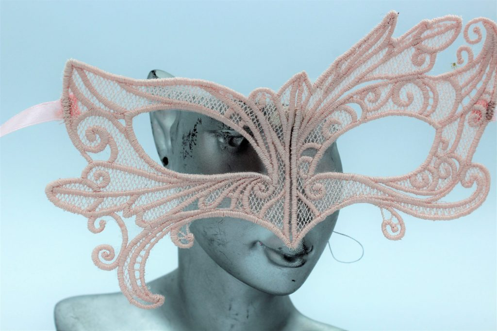 masque vénitien dentelle rose poudré