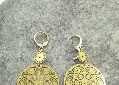 Boucles d'oreilles créoles mandala, filigrane doré, petites feuilles